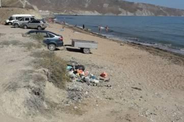 Коммунальщики убрали стихийную свалку близ Двуякорной бухты под Феодосией