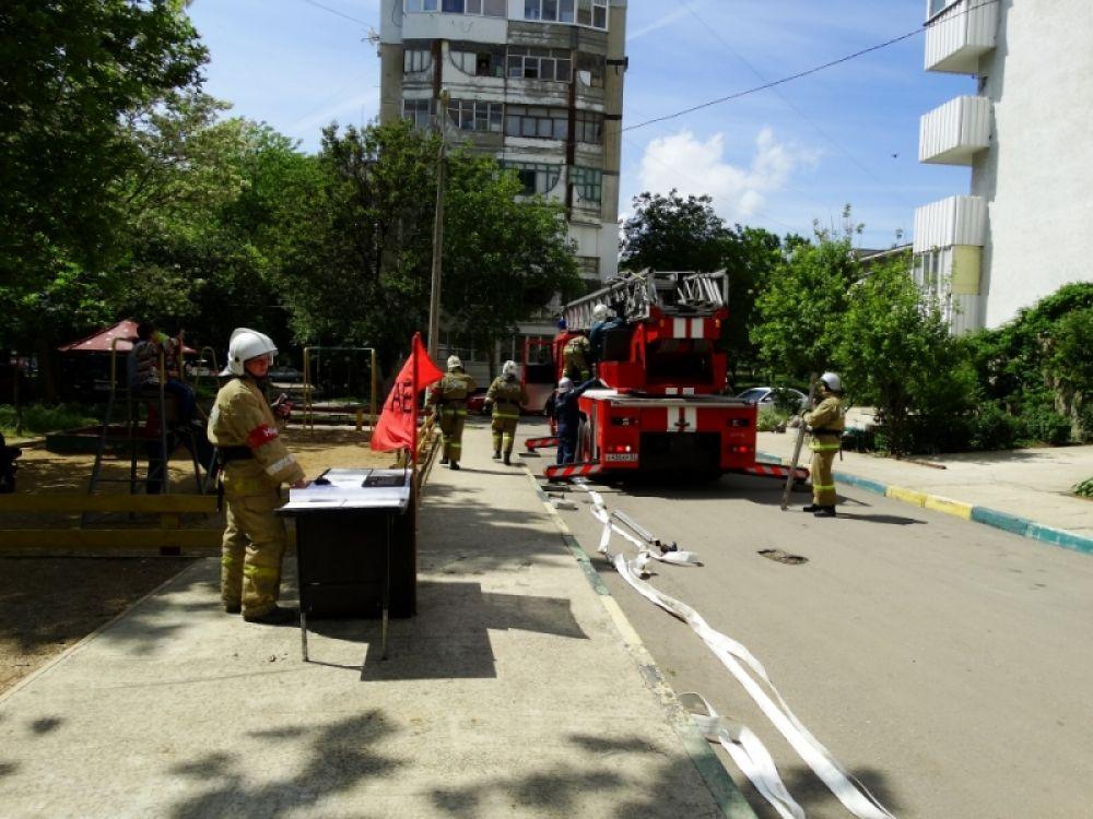 В Керчи тушили условный пожар в жилой 14-этажке (ФОТО)