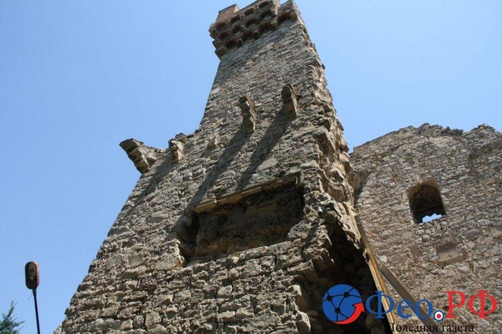 Угроза обвала феодосийской башни Константина снята