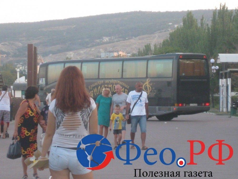 Власти Феодосии возмущены автобусом на набережной
