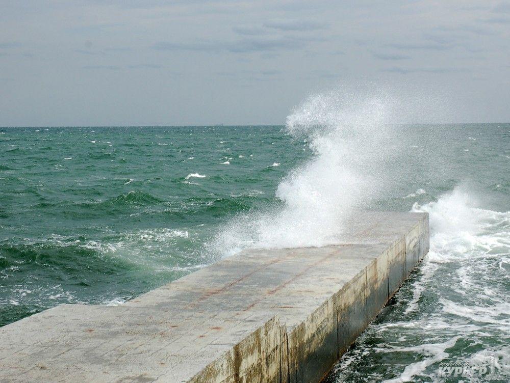 В Феодосии усиливается ветер