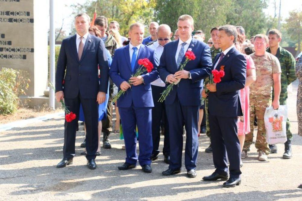 Памятная плита в честь воинов Оренбуржья, погибших в годы войны, появилась в Керчи (ФОТО)
