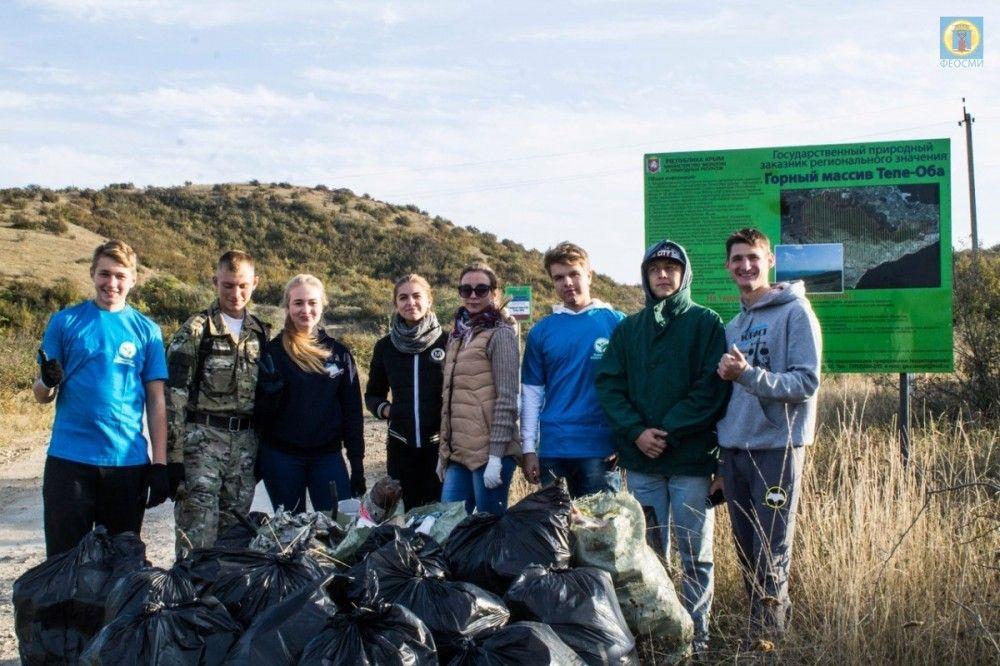 Волонтеры провели субботники на Тепе-оба и в Лисьей бухте под Феодосией