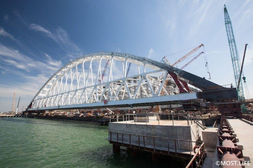 Керченский пролив закроют для транзита судов с 11 октября из-за установки второй арки Крымского моста