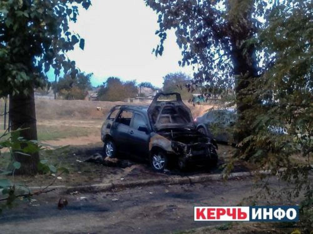 В Керчи неизвестные подожгли автомобиль