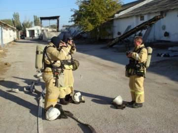 Огнеборцы тушили условный пожар на хлебоприемном предприятии в Феодосии (ФОТО)