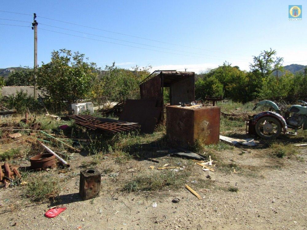Мусорный беспредел: под Феодосией мужчина завалил металлоломом 800 «квадратов» земли