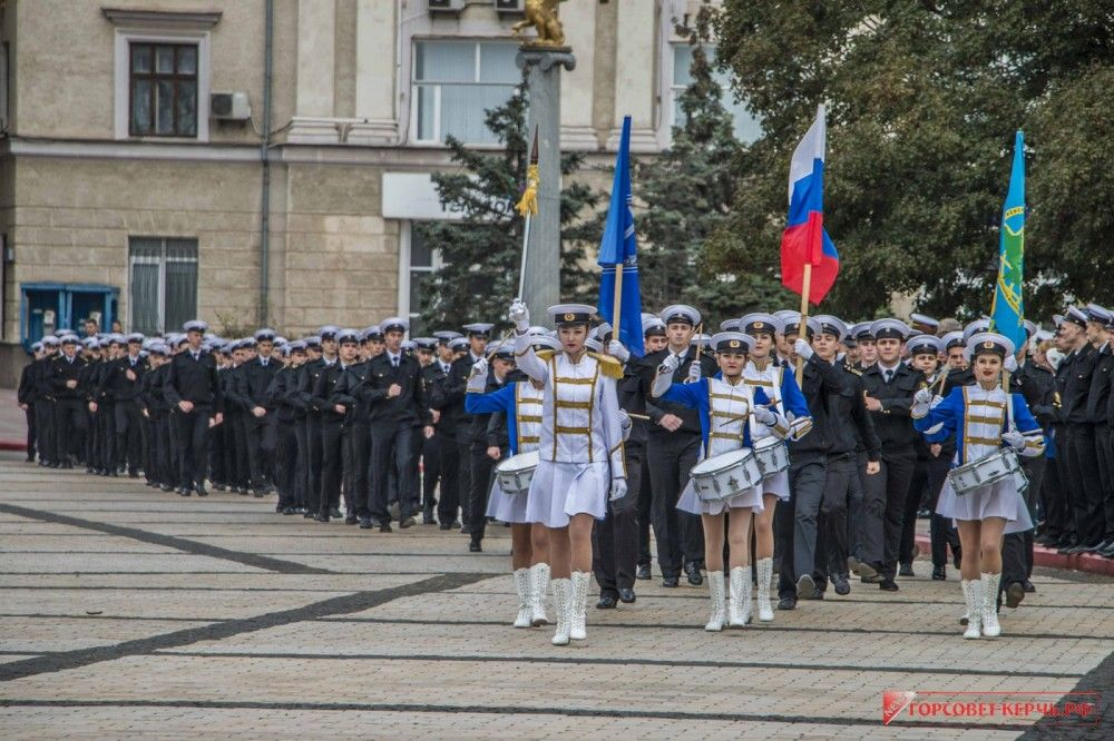 В Керчи первокурсников КГМТУ посвятили в курсанты (ФОТО)