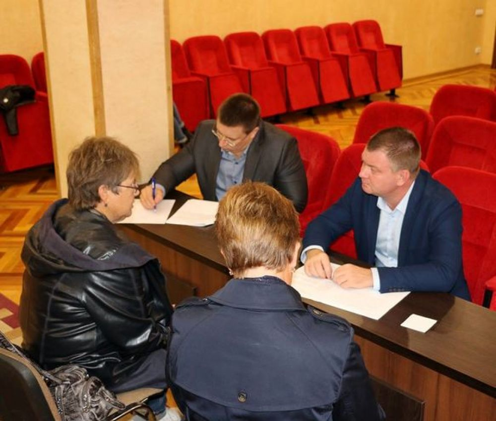 Керчане жалуются властям на жилищные условия и ремонт дорог