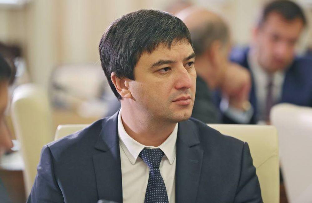 Феодосиец Ленур Абдураманов занял пост руководителя Госкомнаца в Крыму