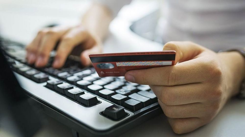 Феодосийские полицейские установили интернет-мошенницу
