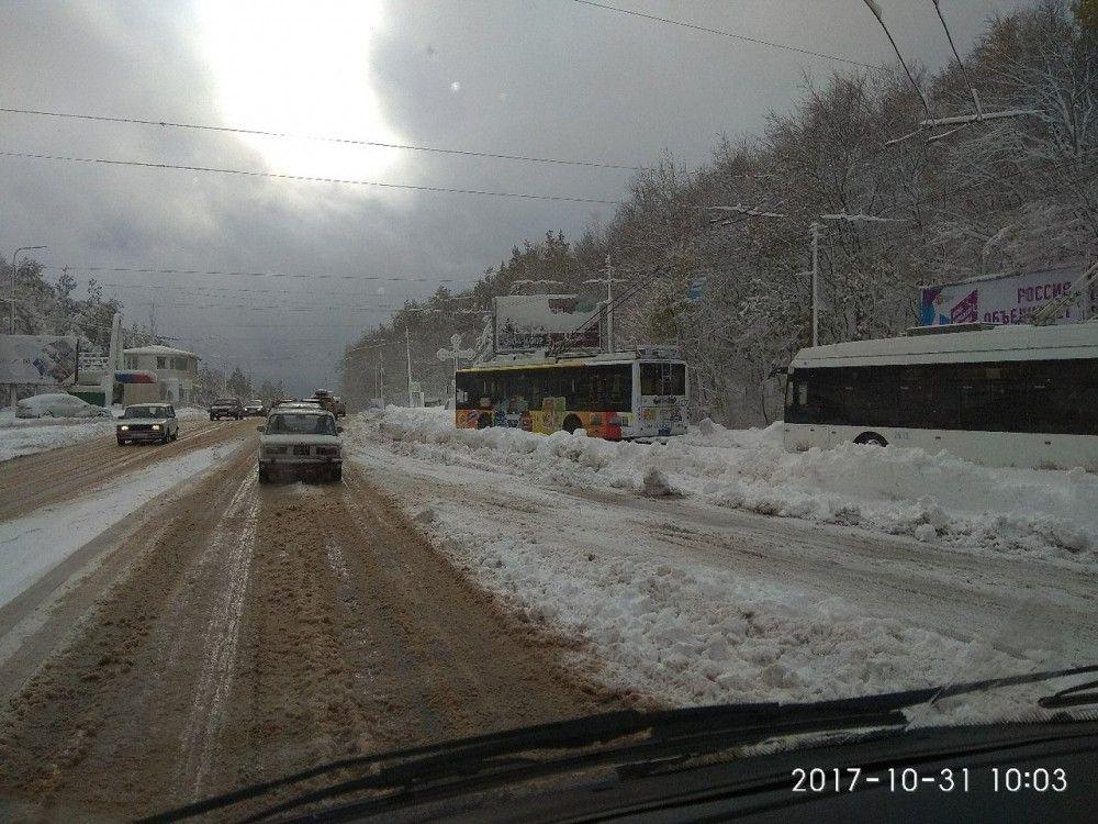 Первый снег в Крыму. У нас только вечером срывался.