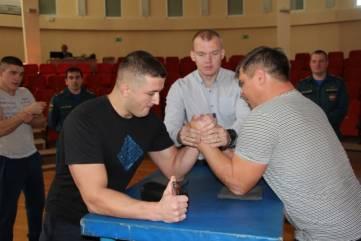 Феодосийские спасатели заняли второе место на соревнованиях по армрестлингу