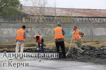 В Керчи началось строительство современного футбольного поля (ФОТО)