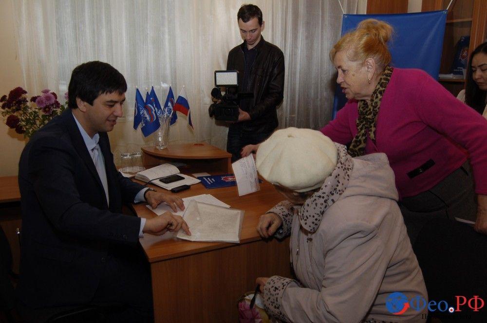 В разных частях города феодосийцев принимают министры Крыма. До 16.00