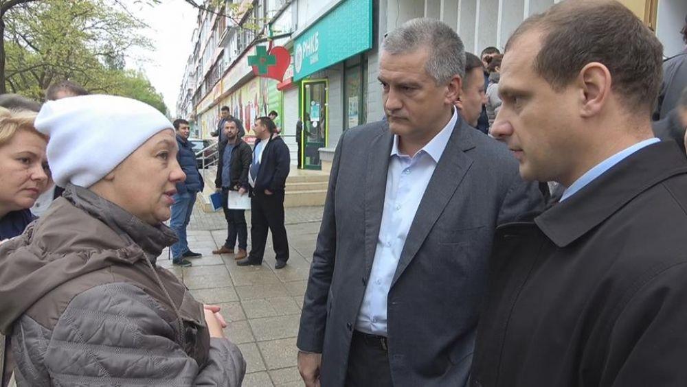 Аксенов поручил феодосийским чиновникам отстоять очередь в МФЦ с 4 утра (обновлено)