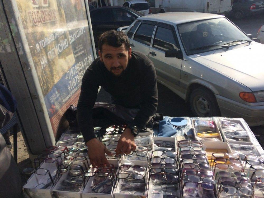 В Феодосии непобедимые уличные торговцы очками и трикотажем снова получили по протоколу