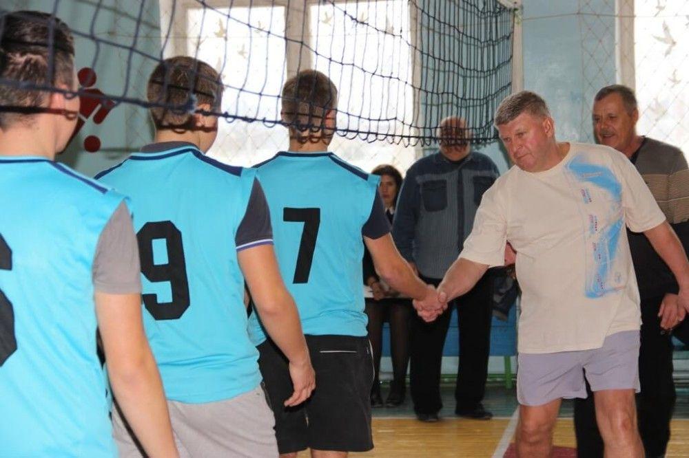 В Феодосии стартовал турнир по волейболу в честь героев Отечества