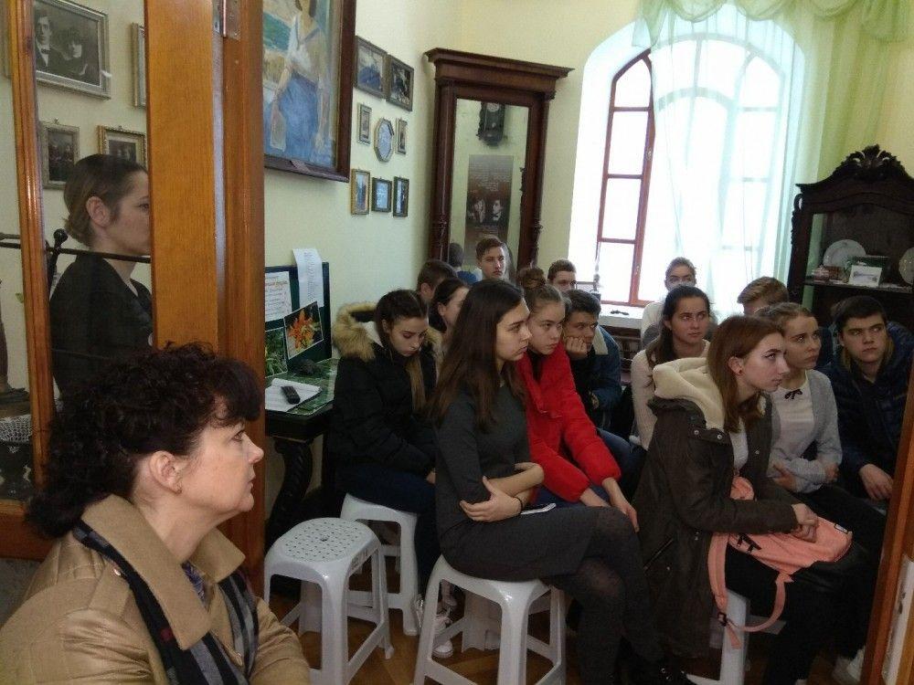 В музее сестер Цветаевых рассказывали школьникам о Маяковском