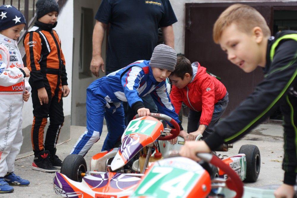 Восьмилетние гонщики-экстремалы