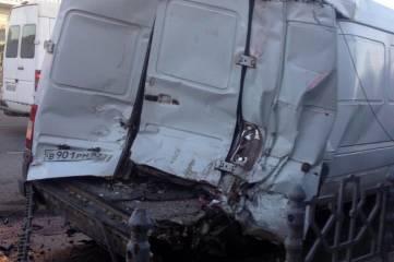 В Приморском перевернулся грузовик (фото)