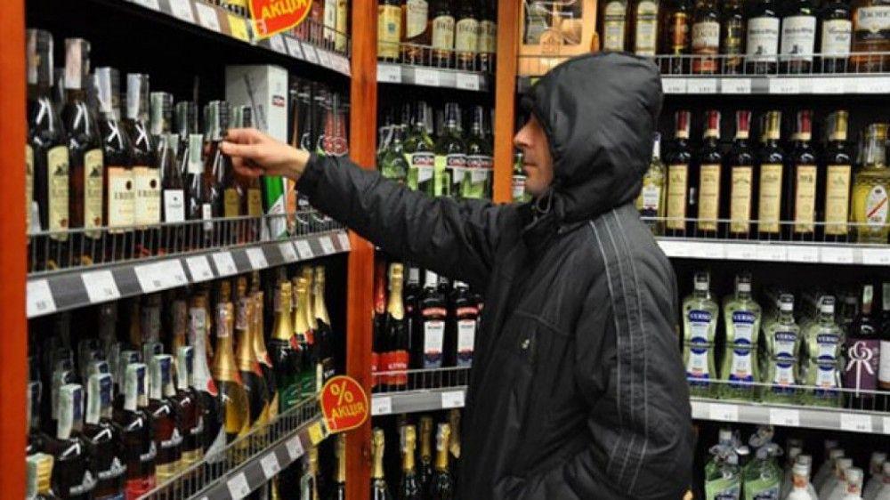 В Феодосии задержали безработного, который пытался украсть из магазина водку и лимонад