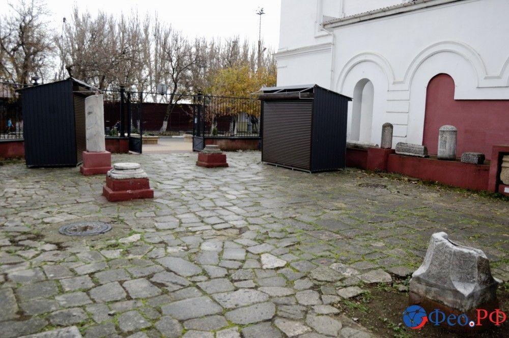Торговый ряд на территории музея древностей Феодосии?