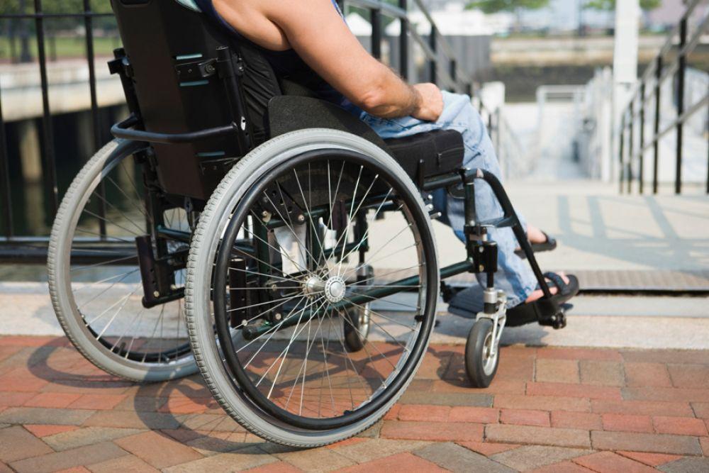 Прокуратура проводит мониторинг доступности для инвалидов объектов в Феодосии (СЮЖЕТ)