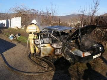 Еще одна машина сгорела под Феодосией (ФОТО)