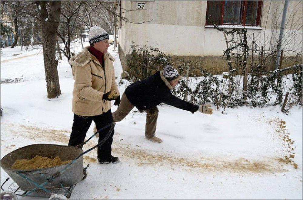 В Феодосии не закупили средства для борьбы с гололедом