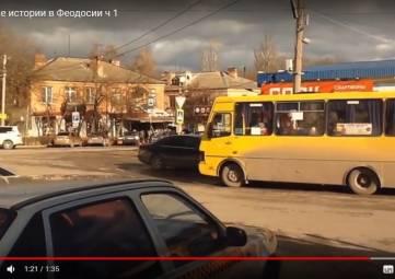 Автобусы и машины вперемешку на феодосийской автостанции