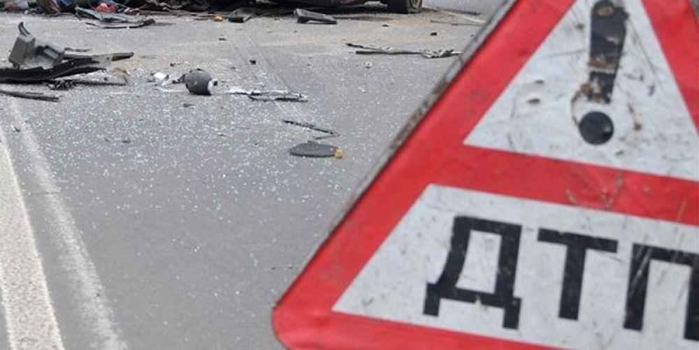 В Керчи мотоцикл врезался в КамАЗ: два человека в больнице