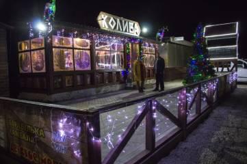 В Феодосии назвали победителей конкурса на лучшее новогоднее оформление фасада