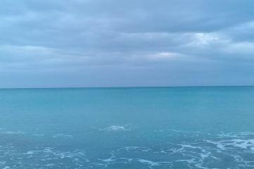 Бегом в море!