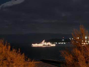 Корабли на рейде в Феодосийском заливе.