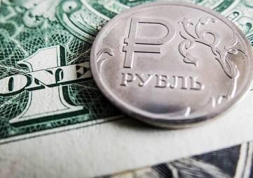 Россиянам посоветовали не менять рубли на доллары