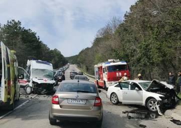 Смертельное ДТП с участием «скорой помощи» произошло в районе Гаспры