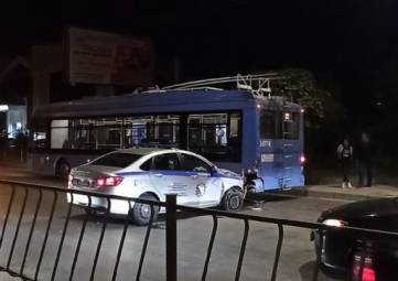 ДТП с троллейбусом и полицейской машиной произошло в Севастополе