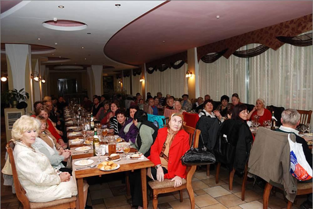 В Феодосии поздравили с праздником пожилых людей