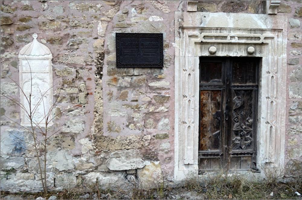 Власти Феодосии будут искать средства на восстановление средневековых армянских храмов
