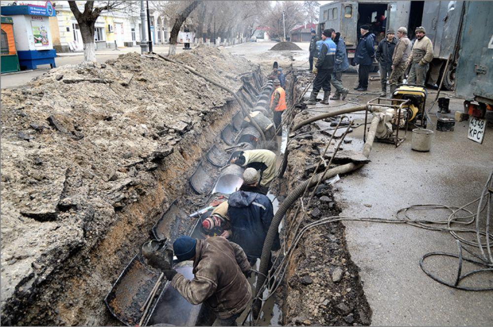 Коллектив феодосийского водоканала поблагодарили за ликвидацию порыва магистрального коллектора
