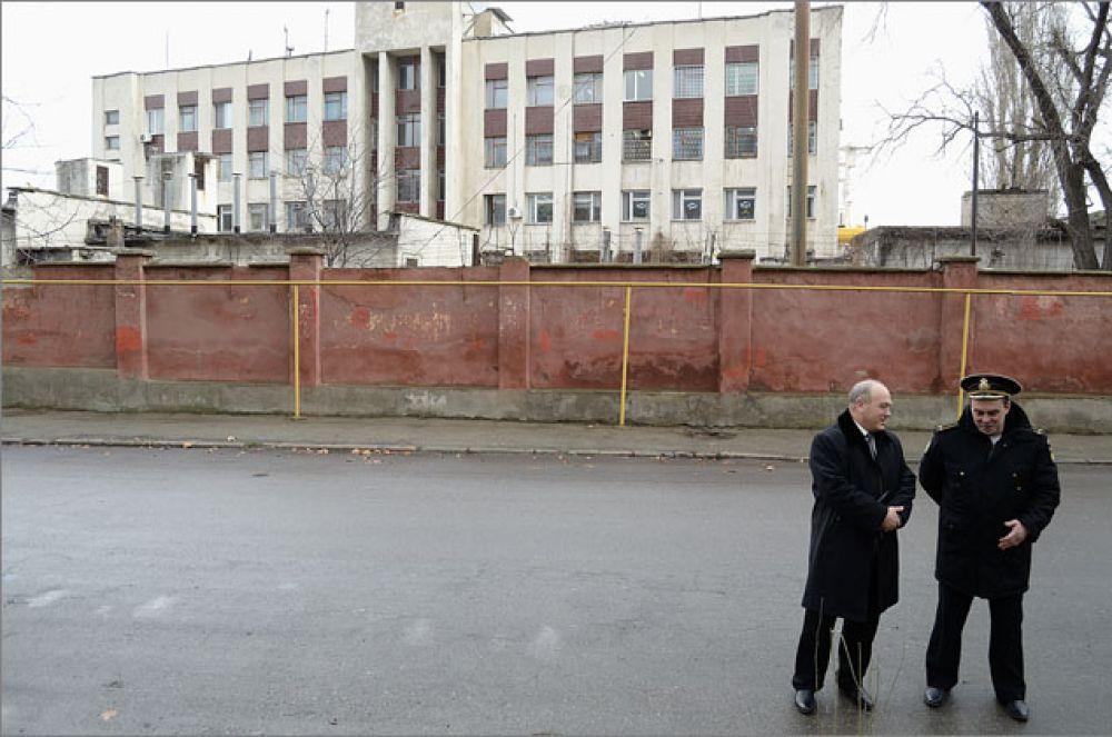 Руководитель отдела муниципального контроля остался доволен осмотром территории, прилегающей к военному порту