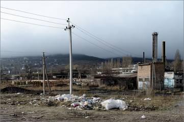 Стихийная свалка у кирпичного завода, созданная недобросовестными жителями прилегающих районов, - пример небрежного отношения к своему городу