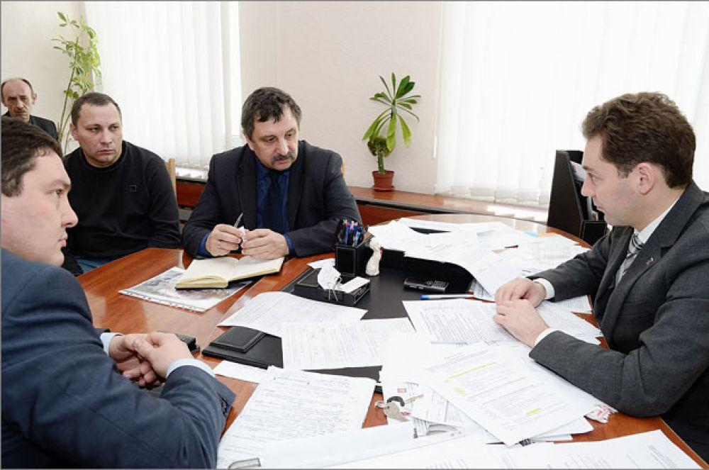 Глава Администрации Феодосии Д.Щепетков проводит цикл встреч с руководителями оборонных предприятий