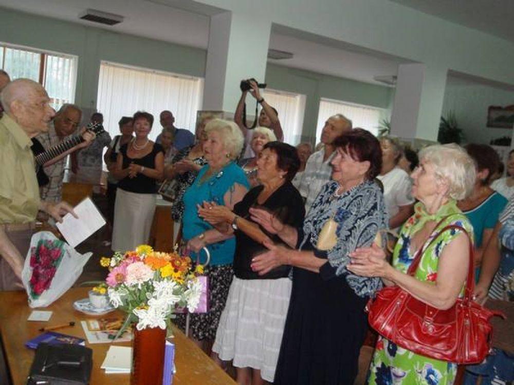 Библиотека на Крымском массиве теперь носит имя феодосийского писателя, фронтовика Семёна Михайловича Пивоварова.