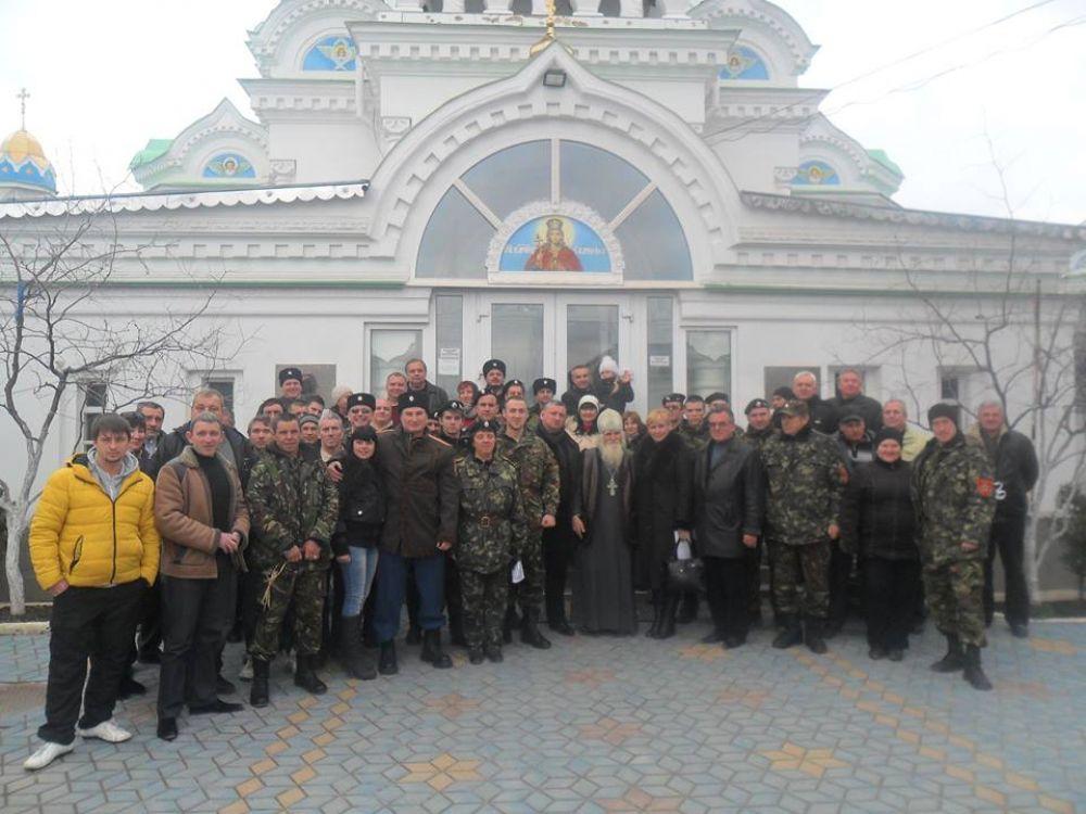 На своё учредительное собрание казачье общество собралось в одном из помещений Свято-Екатерининского храма.