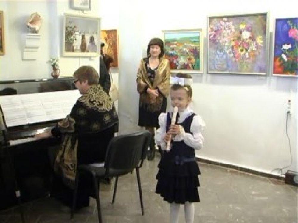 «Девичник»: в феодосийском музее Грина открыта выставка работ современных художниц