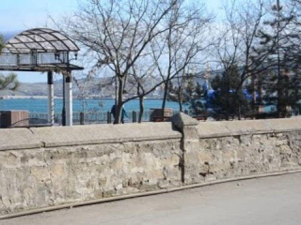 Мнения феодосийцев о сувенирных палатках на набережной разделились