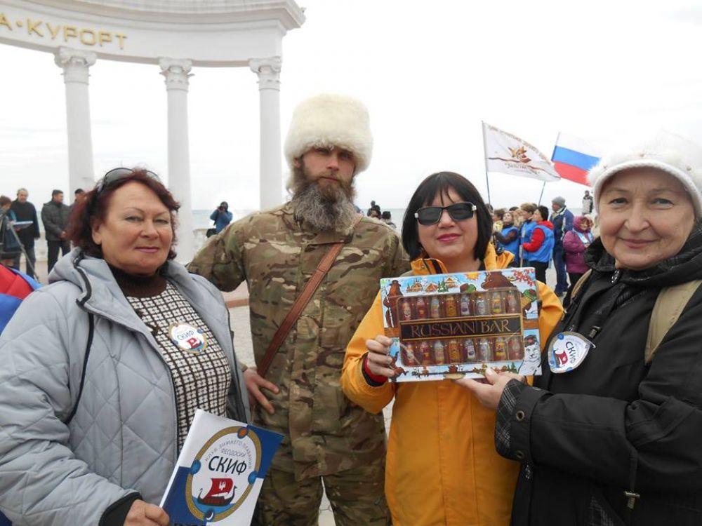 Феодосийцы приняли участие в массовом всекрымском заплыве в Алуште.