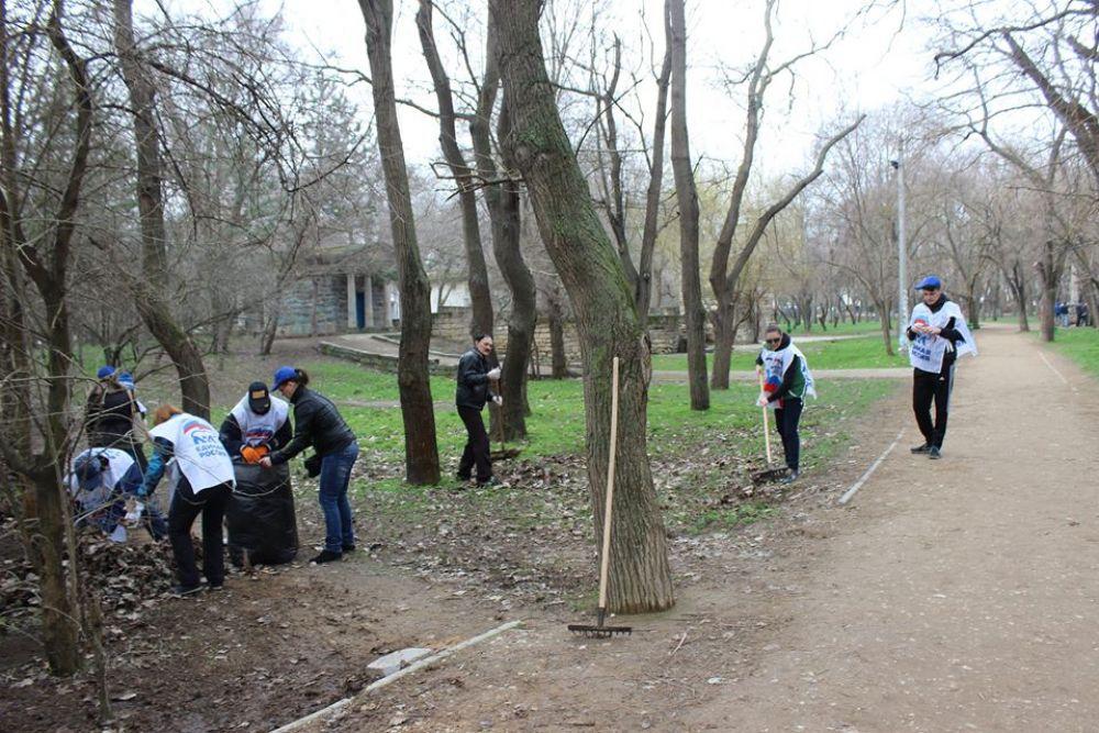 В субботнике приняли коллективы ряда предприятий и организаций Феодосии